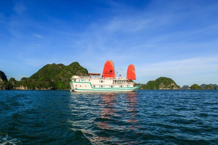 halong bay cruises lazalee