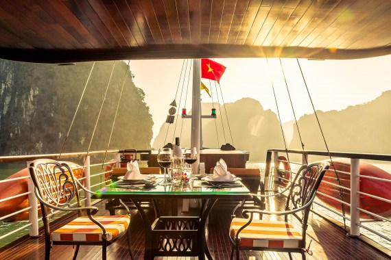 Du thuyền L'Azalée Premium - 1 Ngày và Bay thủy phi cơ